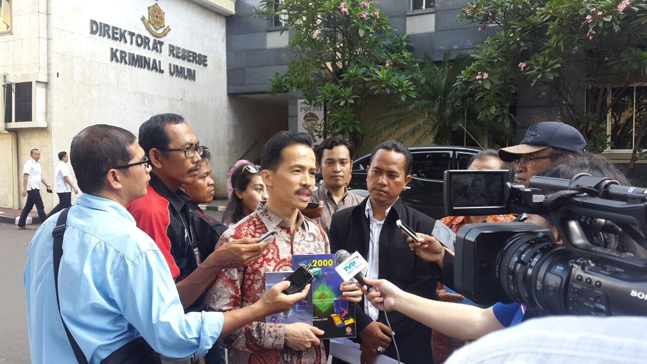 Hoky Saat Jumpa Pers Di Polda Metro Jaya Terkait Pengurus Yayasan APKOMINDO yang dilaporkan
