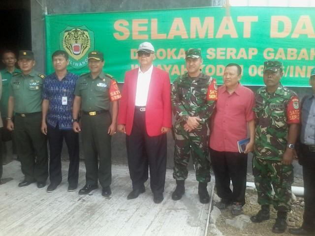 Syaykh AS Panji Gumilang (Tengah) Beserta Anggota Satgas Sergap