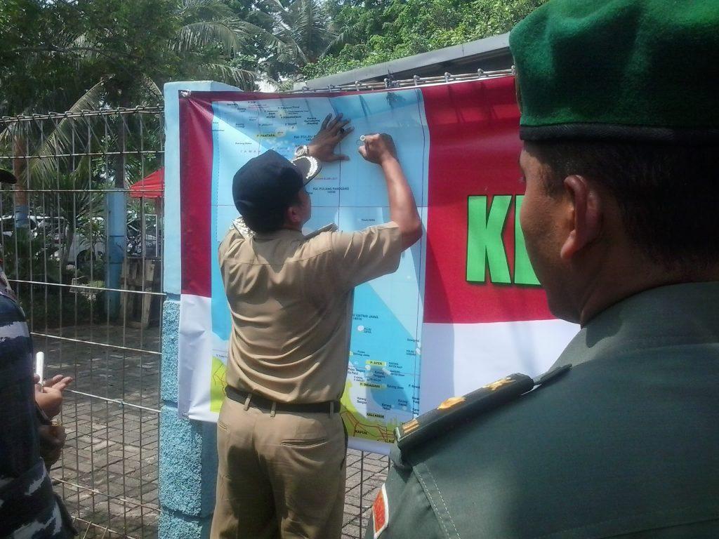Bupati Kepulauan Seribu menandatangani Spanduk Kebhinekaan
