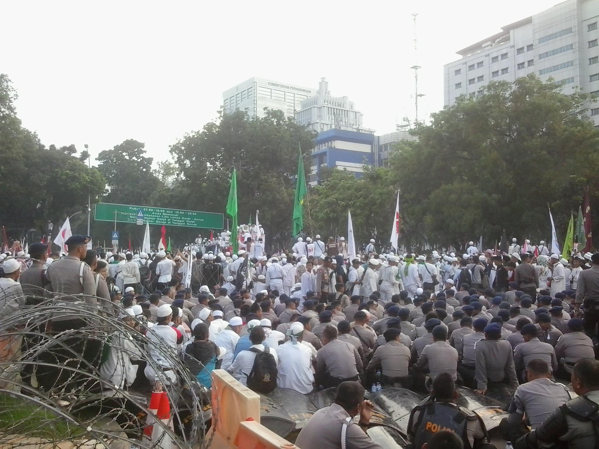aksi-damai-umat-islam-tuntut-keadilan-hukum-2016-11-04-16-31-42-1
