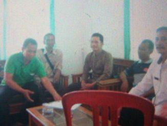 Sebelah Kanan (Kemeja Putih) Astaka, Lurah Tanjung Jaya dan jajarannya Ketika dijumpai tim Media Bersama Manajemen MABI Foundation
