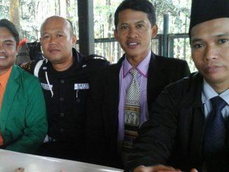 Komandan Keamanan, Nakam saat menerima kami Budayabangsabangsa.com digerbang Ma'had Al-Zaytun