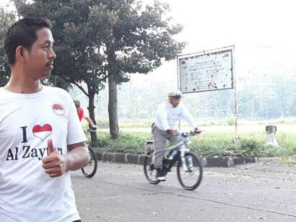 Syaykh As Panji Gumilang yang selalu tampil bugar mengendarai Sepeda olahraganya