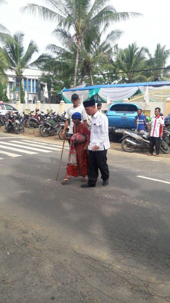 Bang Salam Tolong nenek renta
