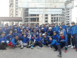 Asosiasi Sepeda Sport Al-Zaytun Jakarta Gowes di Depan Masjid Rahmatan Lil'alamin