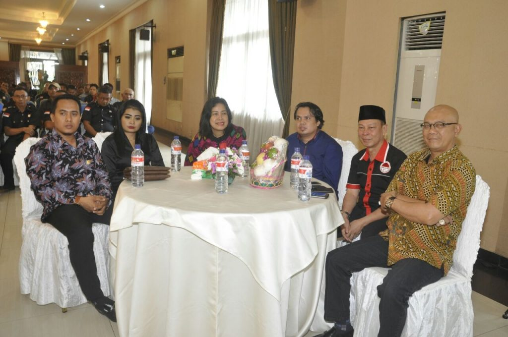 Mewakili Kapolri, Irjen Pol Taufik Nurhidayat serahkan Mitrapol Award ke Bang Salam