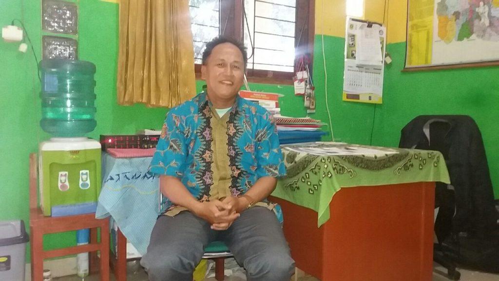 Budi Setiawan selaku kepala sekolah Mujtama