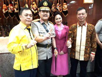 Foto Irjen Pol Suroso Hadi Siswoyo bersama Kombes Purn Yusril Hakim dan H. Darussalam, SH
