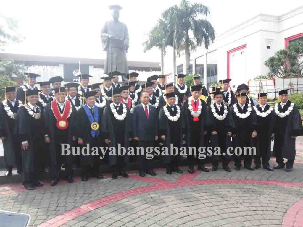 Kapolri Jenderal Tito Karnavian Dikukuhkan Sebagai Guru Besar Image 2017-10-26 at 13.55.10