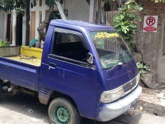 Kendaraan yang diparkir dedepan rumah warga tanpa izin selama bertahun tahun