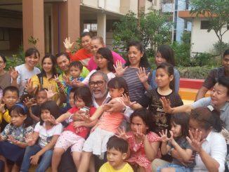 Ketua dan Dewan Komisioner Komnas Perlindungan Anak bersama dengan para orangtua di Rusunawa Pulogebang Jakarta Timur.