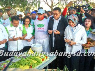 Syukur Panen Raya di Sukra Indramayu Jawa Barat, di Hadiri Mentri Pertanian RI & Syaykh DR. AS Panji Gumilang 2017-11-23 at 19.29.37