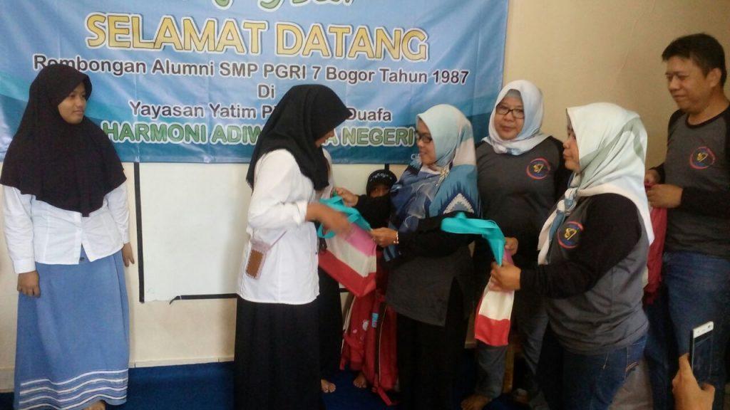 Alumni SMP PGRI 7 angkatan 1987 Kunjungi Anak Yatim Binaan Yayasan Harmoni 2018-03-26 at 06.53.45