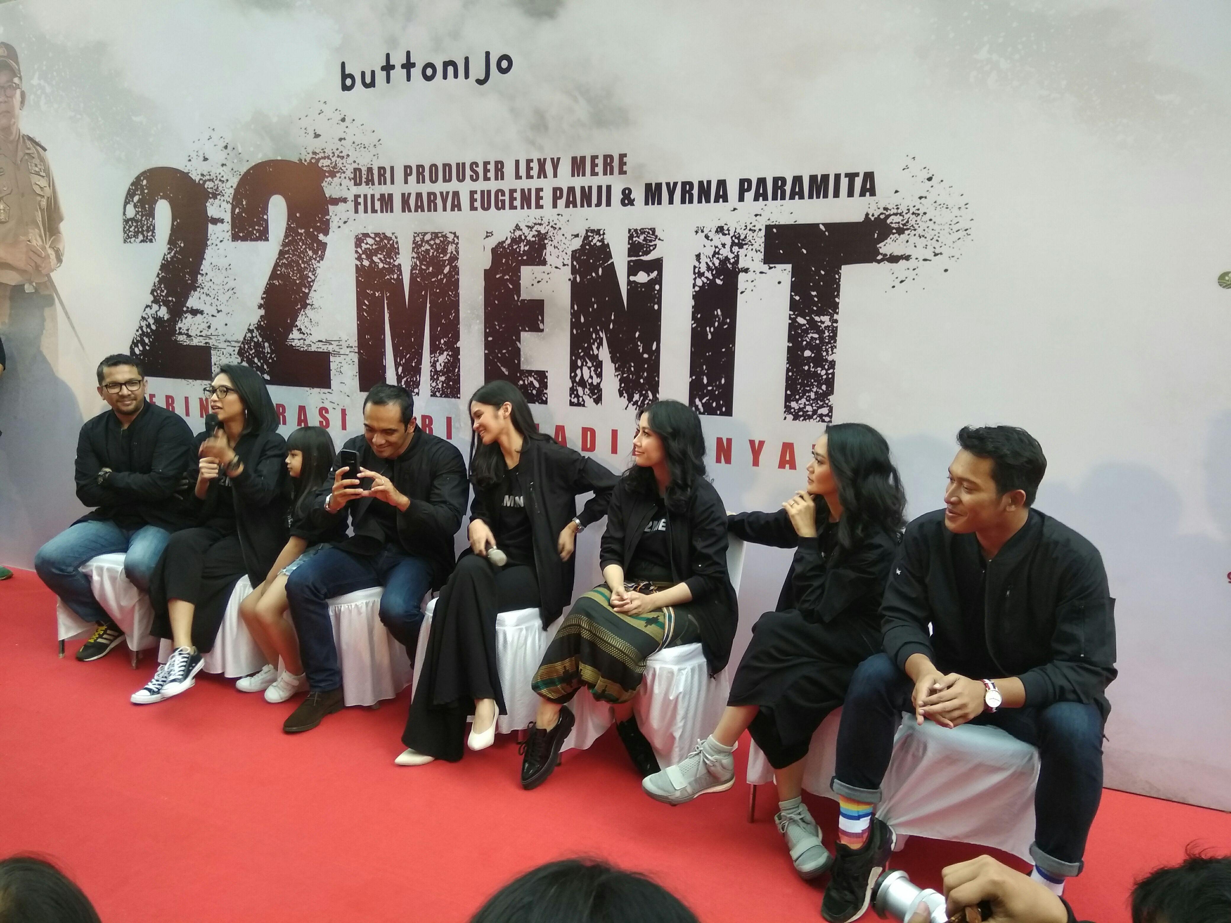 Para Pemain Film 22 menit saat sesi Jumpa Pers di Jakarta
