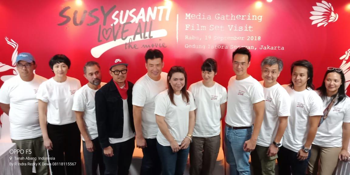 Daniel Mananta bersama Pemeran dan Produser serta sutradara Film (foto/rezky)