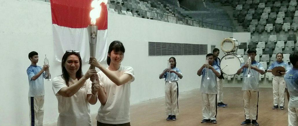 Laura Basuki dan Susy Susanti disela-sela Syuting Film Susy Susanti Love All di Senayan, Rabu (19/9)