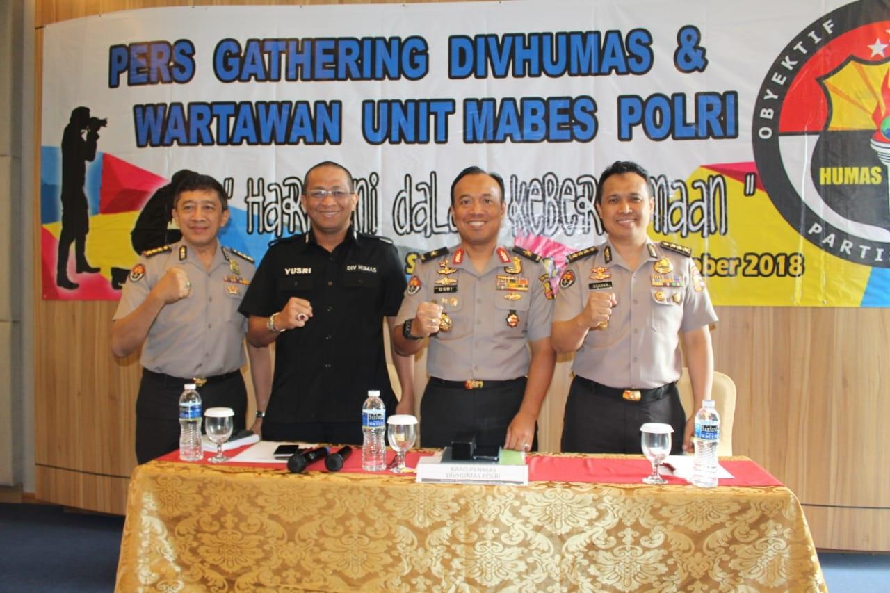 Mabes polri amankan warga palu yang kena musibah bencana gempa dan tsunami. 2018-10-15 at 13.30.47