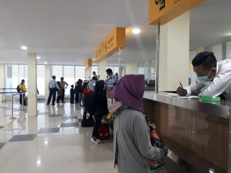 Dirjen imigrasi Menyelesaikan kedatangan 15 orang yang deportan dari Johor Bahru Malaysia, 2018-11-02 at 23.39.48