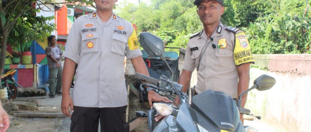AIPDA Sutrin (kanan)  Polisi Penggerak Masyarakat Manokwari