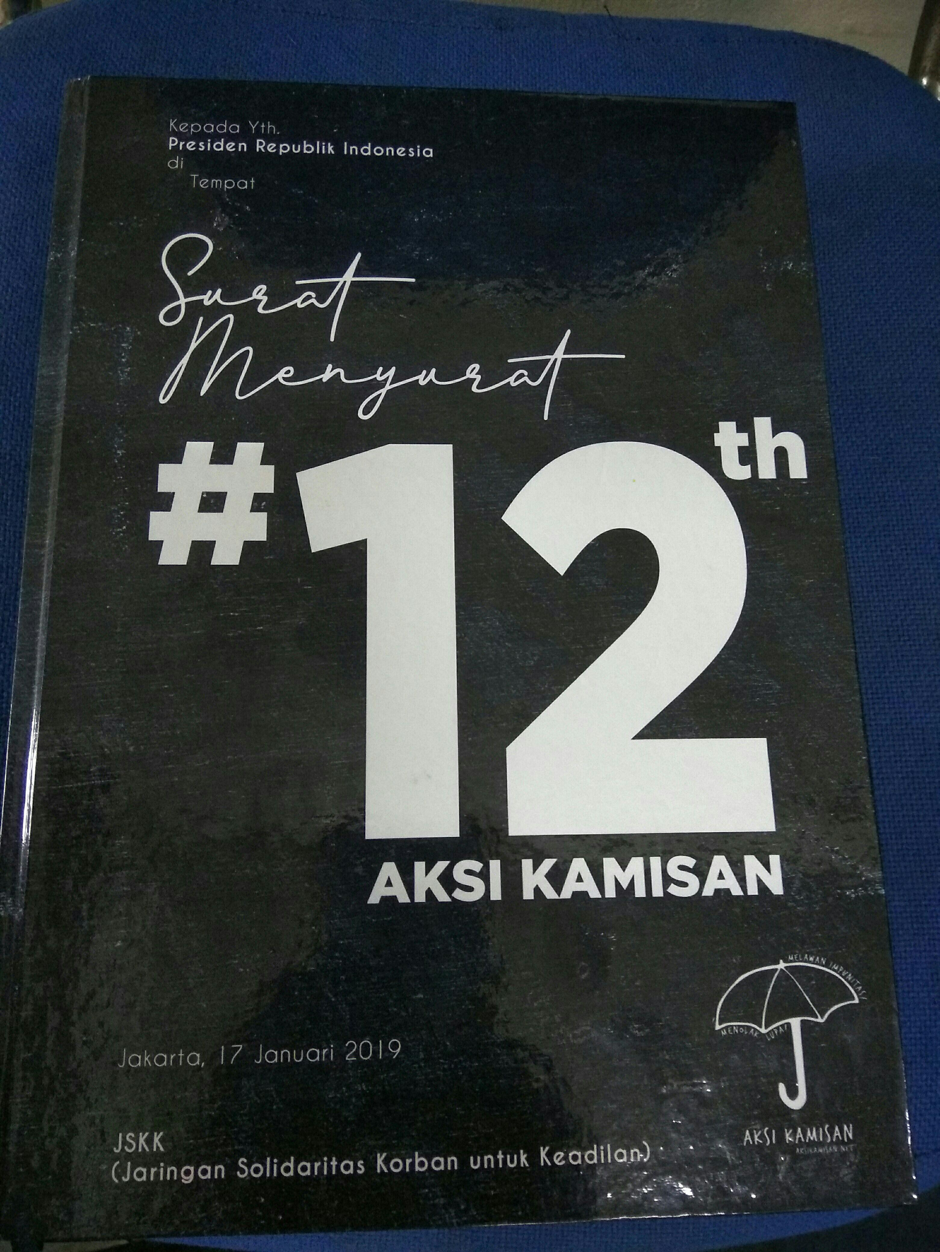 Buku hitam yang merupakan kumpulan surat menyurat selama 12 tahun aksi kamisan di Istana negara (dok. Hatta)