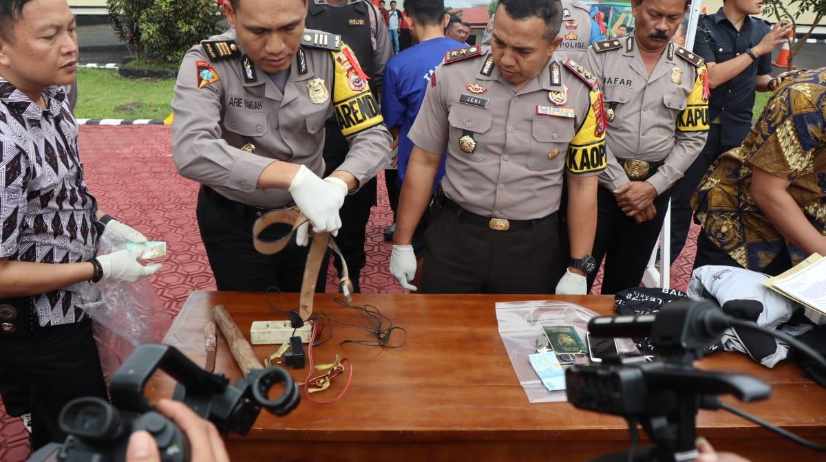 JM Pembunuhan Terencana satu keluarga di tangkap polres rejang Lebong Bengkulu tengah Image 2019-02-09 at 14.59.34