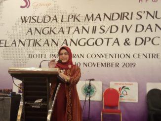 Dr Nur Azizah SH M.Hum sebagai tokoh Wanita Muda indonesia Memberikan Pemaparan tentang UMKM