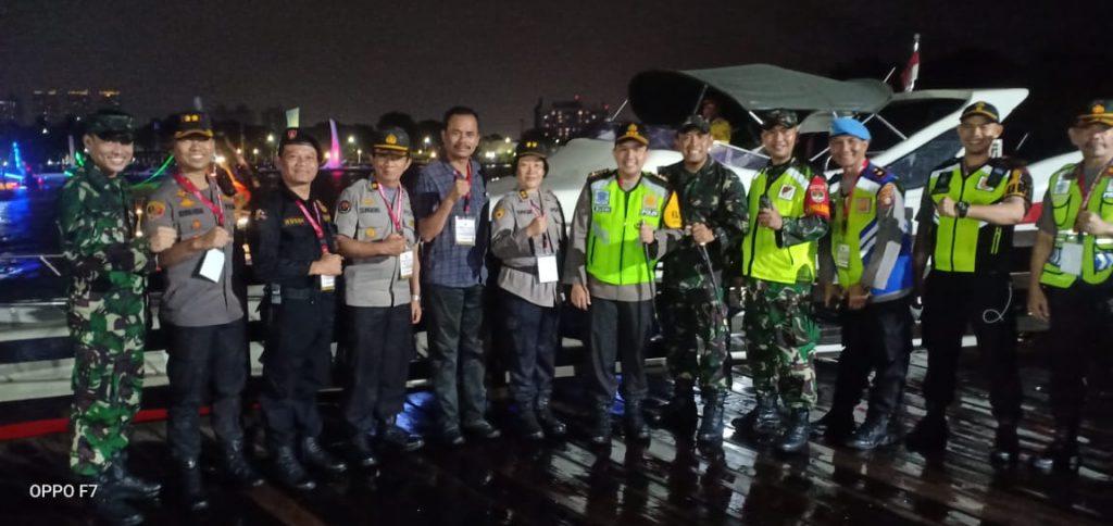 foto :M.Rusdi Sekretaris Senkom DKI Jakarta ,No 3 dari kiri bersama jajaran patroli polres dan TNI foto bersama  di kawasan wisata Ancol
