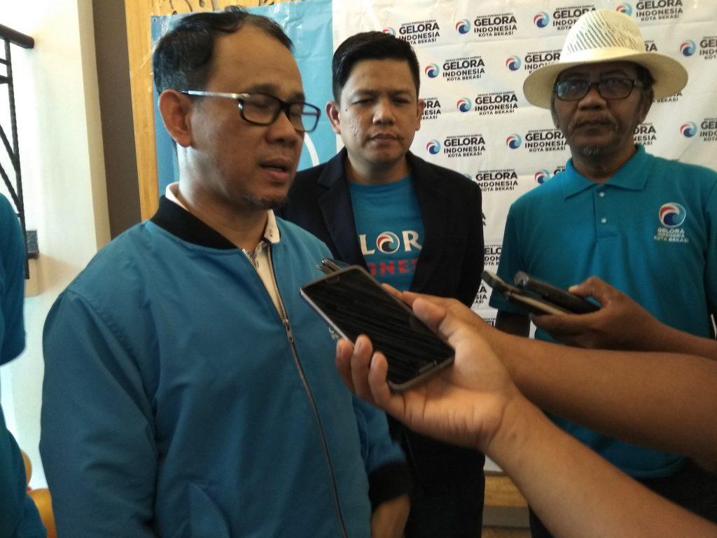 Sekjen Partai Gelora Mahfuz Sidik saat memberi keterangan pers usai mengikuti acara konsolidasi pengurus dan kader Partai Gelora se-Kota Bekasi di Kirana Sport Center Bekasi, Minggu (1/3/2020). Foto :ht/mb3