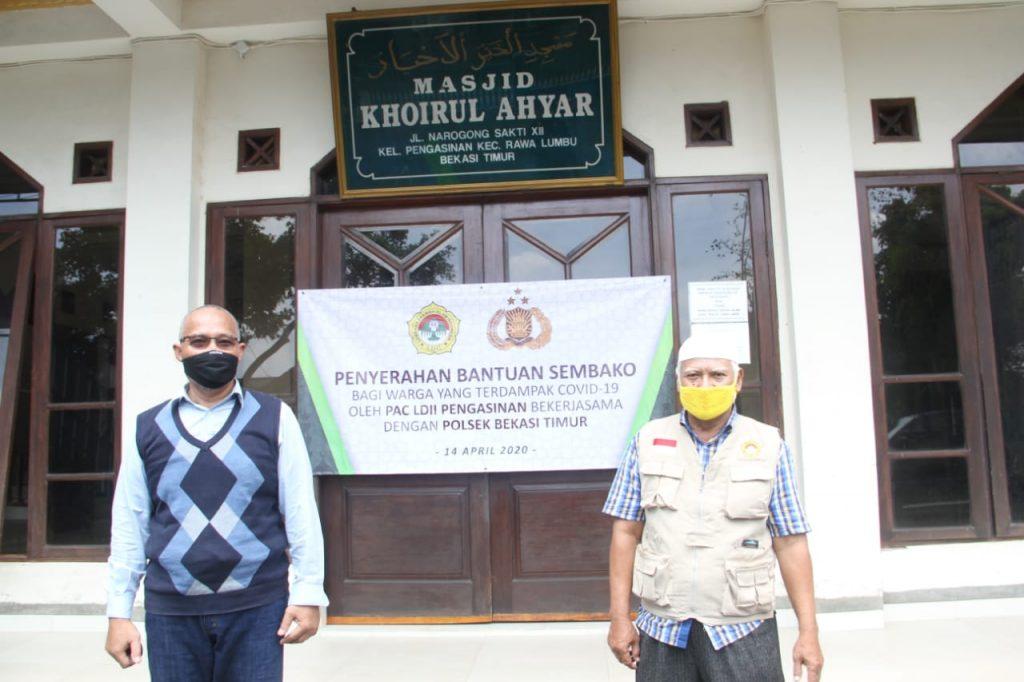 Irfan Satria, Ketua LDII PC Rawalumbu (kiri) dan Echi Tarnudin Ketua LDII PAC Pengasinan. Foto : Agus Wibowo