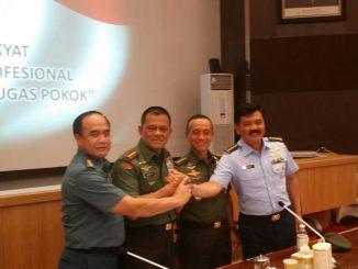 Panglima TNI Jenderal Gatot Nurmantyo bersama KSAD, KSAU dan KSAL dalam Rapim TNI