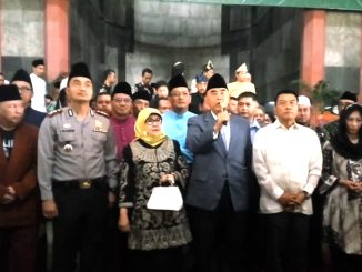 Jenderal (Purn) Moeldoko Mantan Panglima TNI Sebelah kiri Syaykh Al-Zaytun